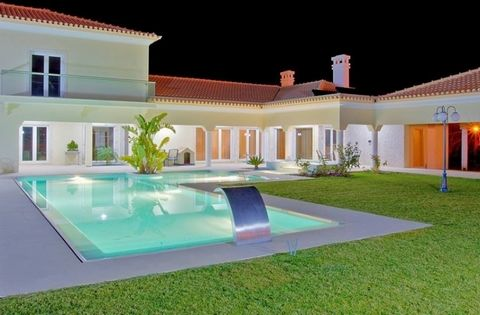 Great opportunity to buy your dream home. Stunning Villa located in a very private area , set in a private estate with a 18 hole golf course , just 15 minutes from the beautifull coast of Setubal , arrabida white sand and clear water beaches. 30 minu...