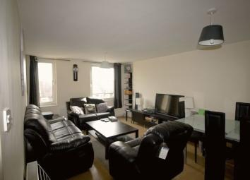 **£700 INCLUSIVE OF ALL BILLS** OneClickHomes are very pleased to offer this spacious double room within a 2 bedroom flat situated in Stratford within walking distance of both Maryland and Forestgate Station. It comprises of a small double bed and a ...
