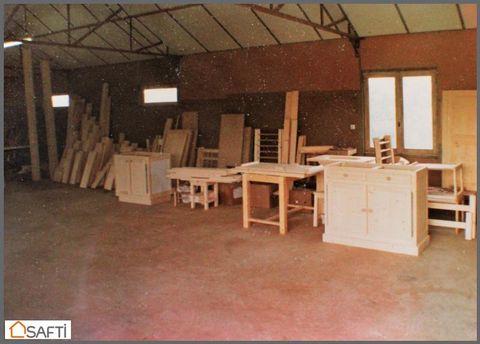 Local d'activité à proximité de l'A85, proche d'Angers. Ce bâtiment de 300 m2 sur 2 niveaux possède un grand atelier de 150m2 sur un sous sol de 150m2, le tout sur un terrain d'environ 2800m2 clos. Idéal pour un artisan. Prix de vente honoraires d'ag...