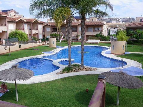 Este bonito apartamento está situado en la urbanización Novamar 5 en Gran Alacant / Alicante / Costa Blanca. Casa confortable y bien amueblada, con terraza. Céntrico, junto a la piscina. Sólo zona peatonal. 1 dormitorio con 2 camas dobles 1 dormitori...