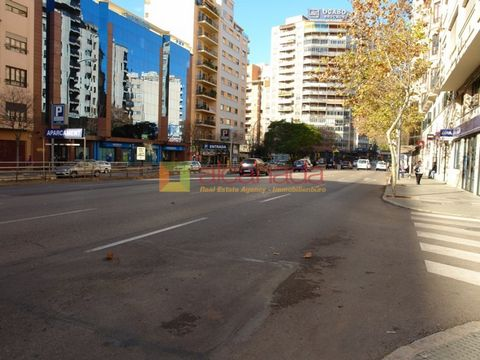 Commercial property very downtown in Palma de Mallorca. Has a surface of 268 meters square. It is a local divided in two plants, 140 meters in the first over 135 meters in the plant low. The possibility of mounting a business such as a restaurant, ca...
