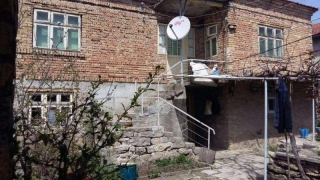 The property consists of a 2-story brick built house having about 80 sq.m. of living area, summer kitchen, farm buildings and а plot of land spreading over 900 sq.m. The garden is planted with vines and orchards. The first floor of the house consists...