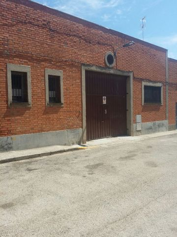 Warehouse for sale situated in Azuqueca de Henares, Guadalajara, Spain. The property has bedroom and bathroom and a build size of 515.20m2. Sold free of debts and charges, mortgages available subject to status. Ref:Net-178345.