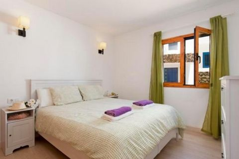 Casita Nazaret with 2 bedrooms ,1 bathroom , Kitchen fully equipped , Living room and Terrace is situated between the fishing villages of Arrieta and Punta Mujeres , in the municipality of Haria, north Lanzarote, Casita Nazaret is located just 10 met...
