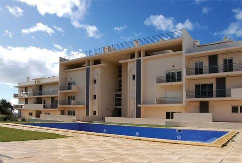Appartments 4 piéces à vendre à Albufeira, se trouve dans un bâtiment avec de bonnes finitions, avec piscine et jardin, un parking souterrain, situé à proximité de tous les services. CARACTERISTIQUES: - Surface habitable - 132m2 - Surface terrasse -5...