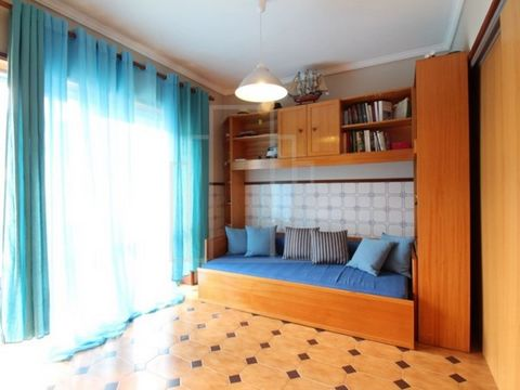 T0 in excellent condition sold furnished and equipped along the beach of Torreira. South-facing terrace. Excellent business opportunity.