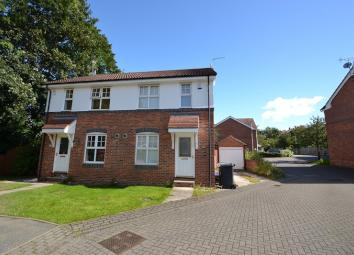 A furnished semi-detached house situated on a modern development close to the local shops, bars and restaurants of Chapel Allerton. Finished and furnished to a high standard the property comprises of an entrance hall, fitted kitchen with appliances, ...