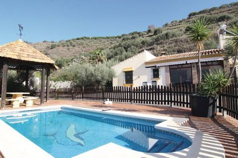 This newer, attractive holiday home is placed on a 1500 m2 natural site 4.0 km from shopping, 4.0 km from restaurant and 4.0 km from Torrox. Ample space for 6 persons (4 in singlebeds, 0 in cots ) in the 3 sleepingrooms. kitchen: hot and cold water w...