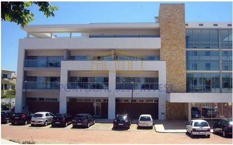 À Alvor Alvor, Portimao, Faro 1 chambre appartement en bon état, situé dans la municipalité de Portimão, paroisse de Alvor, Luna Alvor Village incorporé dans l'entreprise. Cette propriété a une superficie de 53 m². Excellente occasion. Cette propriét...