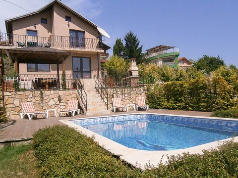 Dobrich. Furnished 2-bedroom house with swimming pool and sea view in Balchik IBG Real Estates is pleased to offer this two bedroom house and garden with heated outdoor pool, located opposite the botanical gardens in the sea town of Balchik. The hous...