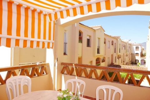 The apartment in Empuriabrava has 2 bedroom (s) and is suitable for families and groups of up to 6 people. The property has an area of 50 sqm. The house is situated in an animated neighborhood in a suburb. It is located 150 m from the supermarket, ...