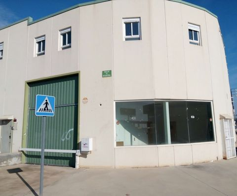 Warehouse for sale situated in Yuncler, Toledo, Spain. The property has bedroom and bathroom and a build size of 320.00m2. Sold free of debts and charges, mortgages available subject to status. Ref:Net-178514.