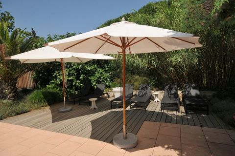 Beautiful villa with heated swimming pool at 1km from the lively Sainte Maxime and 1500m sandy beaches with bars and restaurants. Sainte Maxime has an attractive center with shops and a choice of cafes and restaurants. A promenade overlooking the har...
