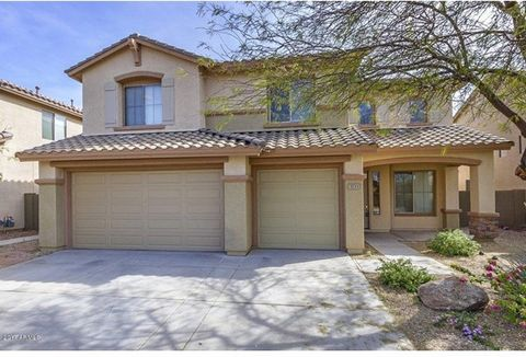HBeautiful two-story home is light and open with all neutral colors, brand new fresh interior paint throughout and new carpet. Open floor plan with vaulted ceilings is spacious and easily flows for family use. The kitchen offers granite counters and ...