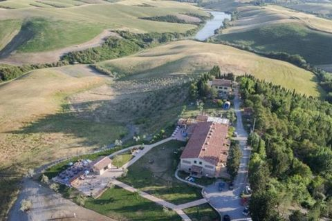 You'll find agriturismo Diacceroni, organic farm, situated admist the rolling hills of Tuscany between Volterra and S.Gimignano , with riding stables, swimming pool and restaurant. The agriturismo offers accommodation in apartments and B&B immersed i...