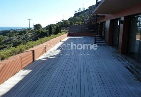 Brand new apartment with amazing sea views over Aiguablava's bay, great terrace, shared swimming pool and 500m to the beach in Aiguablava, Begur. Several apartments available.