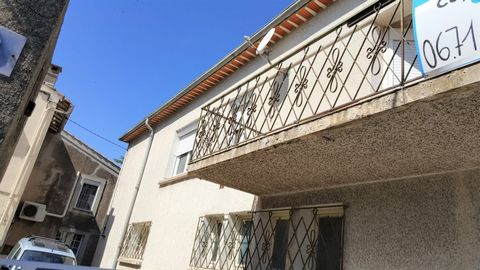 Maraussan, near Beziers and 15 minutes from the beaches, common 4000 inhabitants with all amenities (schools, nursery, doctors, pharmacy, food stores, supermarket .....) House of 115 m2 living space with a very large garage of 90 m2, spacious rooms, ...