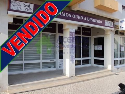 *** SOLD *** Fantastic shop located in a privileged place, 1 minute from the city centre. With a 44sqm area, it has a spacious office or meeting room and a large area for public or office service. It is further complemented with bathroom and ante por...