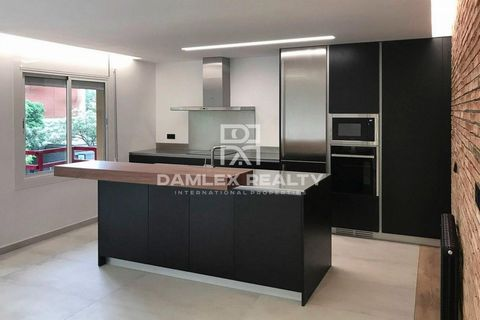 Apartment near the Sagrada Familia. The apartment has a view of the world famous architectural work of Antonio Gaudi. Recently, the apartment was renovated with heating and air conditioning system. The apartment has 3 bedrooms and 2 bathrooms, a livi...
