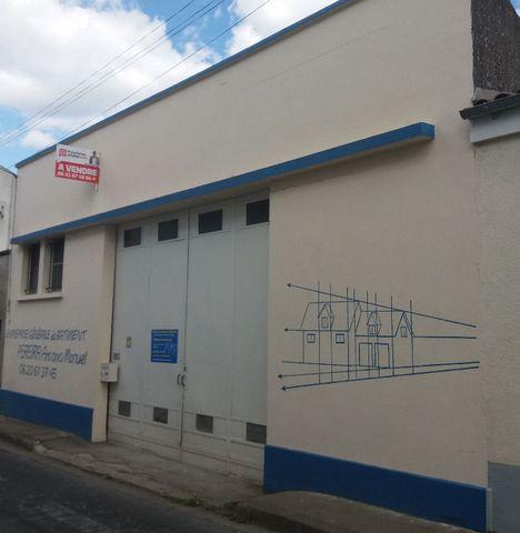 79000, Béatrice Gautier vous propose un entrepôt de 132 m² , belle hauteur sous plafond, 1 bureau. Dans axe principal de Niort, facile d'accès. Pour investisseurs: location 450euros/mois. Budget: 64.990euros honoraires d'agence inclus de 4.990euros à...