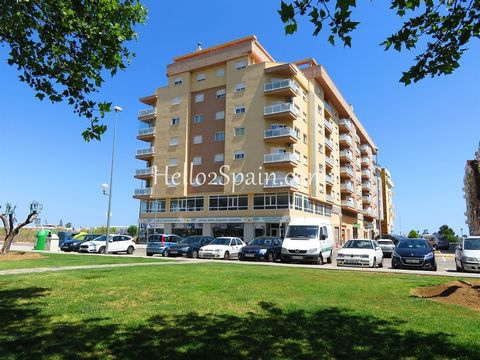 Modern 3 bedrooms apartment situated in a lovely area of Oliva. Close to shops, bars and restaurants. This 3rd floor apartment has light accommodation, air conditioning units, double glazing, sunny balcony, communal roof terrace, underground parking ...