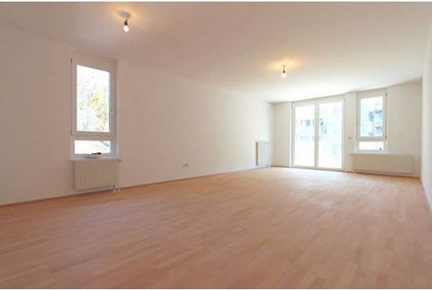 This property is for sale. This flat contains 3 rooms and has a livable surface of 115 m². The property is situated on the 5th floor and it is located close to public transportation conveniences.. It has 1 study room and a box room. There is a parkin...