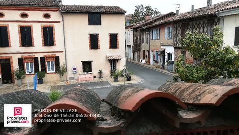 Verdun on Garonne 82600 sale village house 220 m² 7 rooms plus garage. House 4 bedrooms 3 bathrooms, 3 toilets. large rooms and 2 kitchens on the ground floor and upstairs. Large garage of 42 m². courtyard House in the heart of the village on the 1st...