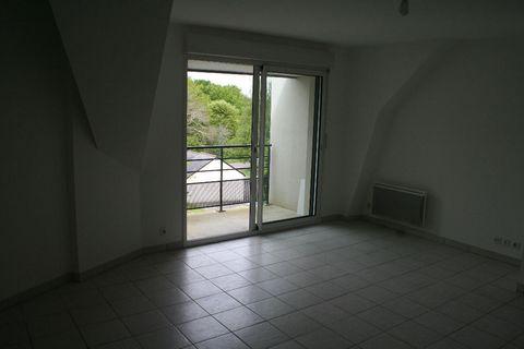 QUIMPER, 29000 : L'AFFAIRE DU MOMENT pour cet appartement de bon standing , édifié dans un cadre verdoyant. 54 M² habitables , avec son séjour , son balcon, sa cuisine récente équipée,ses 2 chambres, sa salle de bain, son w-c indépendant. 2 places de...