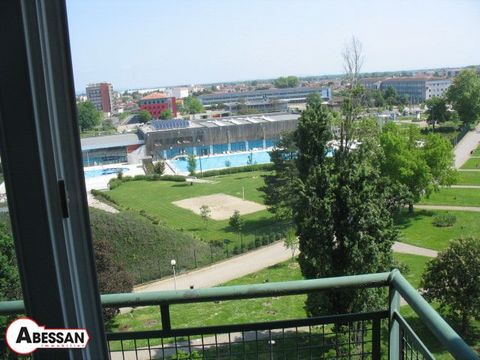 Tarn-et-Garonne (82) sale, Montauban this apartment condominium, located on the 7th and last floor of a secured residence. The apartment, with a floor space of nearly 60m, is through and includes an entry, a beautiful stay open on the open kitchen a ...