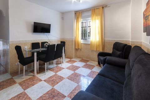 This beautiful apartment welcomes 6 guests in Gandia Beach, only 150 metres away from the beach This is a very comfortable accommodation since this is a ground floor house and all its rooms are located on this same floor. It is luminous, well preserv...