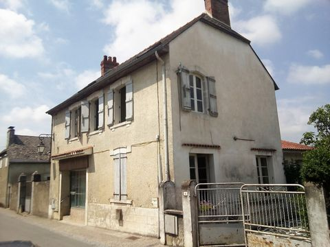 Located in Ossun. In a small village between Tarbes and Lourdes, discover this house of 160 m² on 2 levels, embellished with a commercial space, located on a plot of 254 m². The commercial space on the ground floor has an independent access on street...