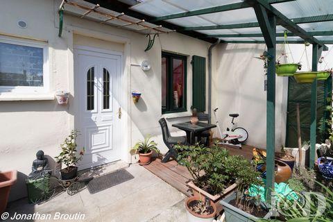 IAD France - Jonathan BROUTIN ... ou ... vous propose : MONTARGIS - Proximité à pied de toutes commodités (Gare, Ecoles, Commerces). Maison de Plain Pied d'une superficie de 37 m2 environ édifiée sur jardin de 69 m² environ.Elle comprend : une entrée...