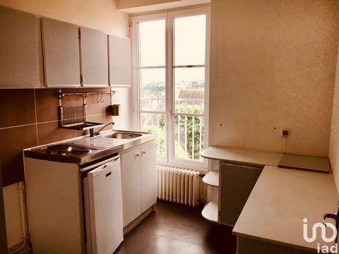 IAD France - Charles-Guillaume NERISSON ... vous propose : POITIERS CENTRE Appartement de type 3/4 pièces situé au 4ème et dernier étage d'une superficie de 64m2 environ comprenant : une entrée, une cuisine, une pièce de vie de 20m2 environ, 2 chambr...