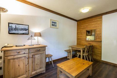 La résidence Alpina Lodge est située en plein coeur de la station de ski de prestige Val d'Isère, dans la rue principale. Elle se trouve à quelques pas des principales remontées mécaniques de la station et à proximité de l'ESF. Les appartements sont ...