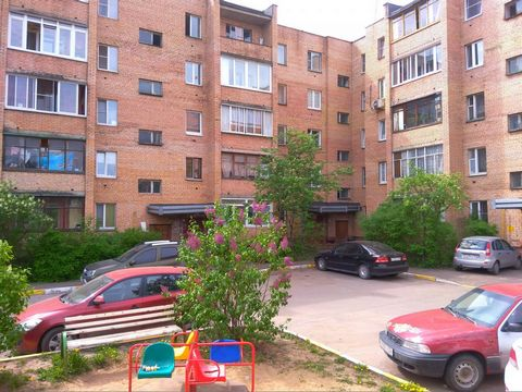 Сдается хорошая, 3-х к квартира на 3 этаже кирпичного дома, до ст. Фабричная 700 метров, электрички не слышно! В квартире свежий ремонт, мебель, техника. Строго без животных, только славяне.