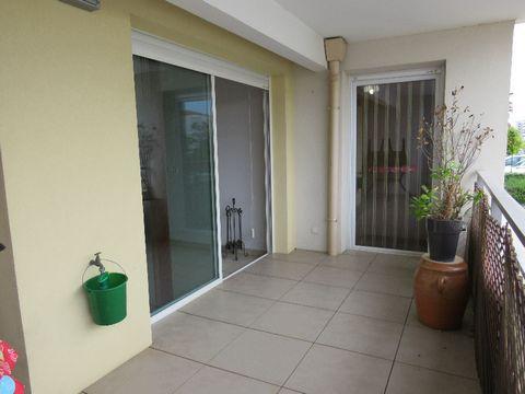 Dans le quartier nouveau Villeroy à SETE ,à deux minutes à pied de la plage et toutes les commodités .Dans une résidence sécurisée avec piscine ,parking privatif ,norme RT 2012 et prestation de qualité ,ascenseur ,vidéo etc... Appartement T3 de 60 m2...