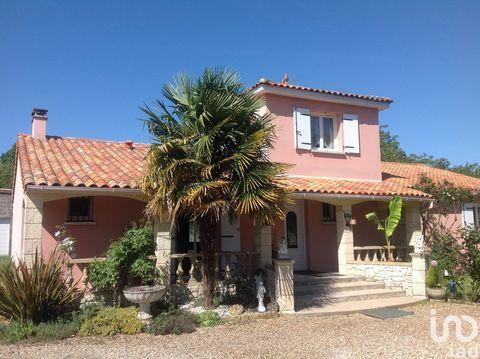 IAD France - Cedric GABOREAU ... vous propose : POITIERS OUEST. Au calme, Spacieuse Maison de 2004 pour une surface de 151 m2 environ avec 3 Chambres et 1 grand Bureau sur une parcelle de 1200 m2 environ. Un petit air de Provence se dégage de cette c...