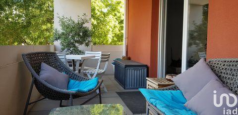 IAD France - Laurent GIRAUDO ... vous propose : Appartement de type 3 traversant,proche axes routiers.......... Se composant d'un hall donnant sur une pièce de vie lumineuse avec sa terrasse,une cuisine aménagée et équipée .......... Un couloir désse...