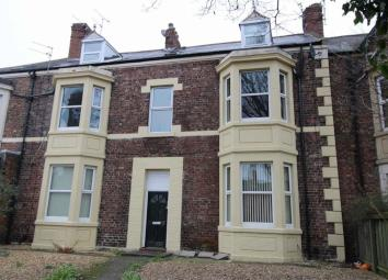 Trading Places are offering this studio style apartment (bedsit), situated on the top (second floor) of a double fronted Victorian House in the heart of Whitley Bay with excellent local shopping facilities and transport links on hand. The property is...