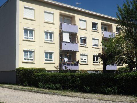 Situé à l'ouest de la commune des Tourettes, dans un quartier sans nuisances de voisinage . Venez découvrir cette appartement situé dans une copropriété de 6 lots. Le bien comprend à l'entresol 2 caves, au 3eme étage, l'appartement de 81 M² est compo...