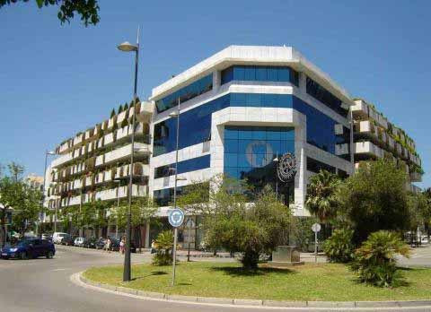 Office for sale in Marbella - Puerto Banus, 1 toilets and has a garage. Regarding property dimensions, it has 100 m² built. This property, with orientation S, has the following facilities: Lift.