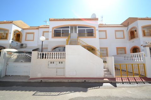 Property for sale in urbanization Los Altos del Limonar, Torrevieja. Cosy ground floor apartment with communal pool, located five minutes walk from all amenities such as bars, restaurants, supermarkets, shopping center and more. The beaches are a dis...