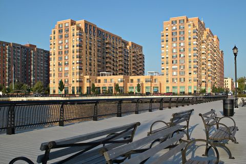 Located in Hoboken. Sublet.com Listing ID 3009733. For more information and pictures visit https:// ... /rent.asp and enter listing ID 3009733. Contact Sublet.com at ... if you have questions.
