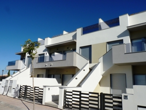 Brand new apartments under construction in the picturesque seaside town of Pilar de la Horadada, on the shore of the beautiful Mar Menor/Mediterannean Sea. These properties are built to a very high standard and just a short stroll from the beaches an...