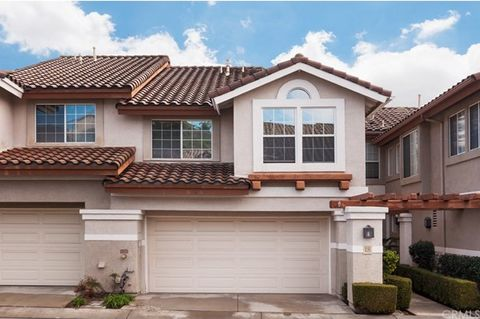 Bright, light and cheerful turn-key model-like home. 1,670 sq ft with 3-Bedrooms, including larger master suite with walk in closet, and 3 bathrooms. 18 foot ceilings in the living room and entryway creating a feeling of openness throughout the home....