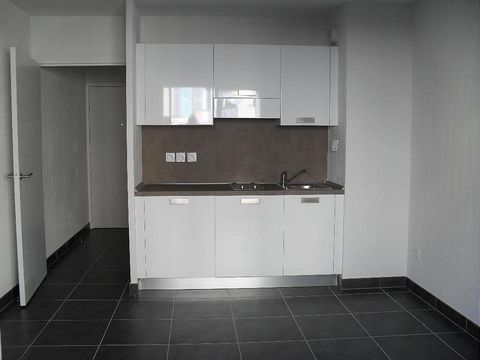 Apartment Stage 3rd, View Urban, position north, General condition New, Kitchen American, Heating Collective, Hot water Collective, Rental Unfurnished, Duration 36 [mois] Shower 1, Balcony 1 Building Costs rent 500€, Monthly service charges 60€, Bond...
