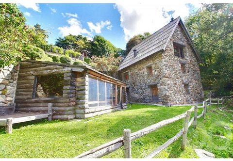 Superb chalet fully renovated in the best standards. Located at an altitude of about 1500 meters; the cottage is only 250 meters from Lake Boréon and the beautiful hiking trails. It is sold fully equipped and furnished. The car access is extremely ea...