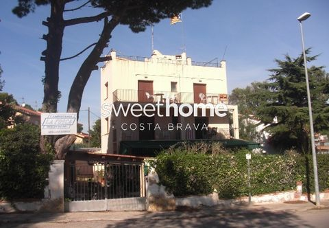 Great house that used to be a hotel with separate apartment, garden and 200 meters to the beach in La Fosca (Palamós).