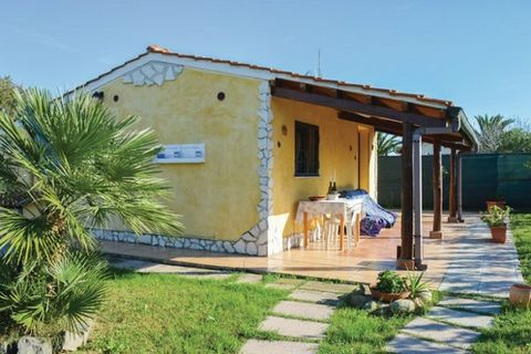 This new, attractive holiday home is placed on a 200 m2 natural site 1.0 km from shopping, only 0.5 km from restaurant and 10.0 km from Torvaianica. Ample space for 6 persons (2 in doublebeds) in the 2 sleepingrooms. kitchenette; h/c water with gas c...