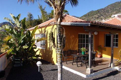 Esta casa rural con piscina privada está situada en el oeste de la isla canaria de La Palma, a una altitud de 470 m, cerca del pueblo de Los Llanos. La casa tiene unas vistas espectaculares sobre el pueblo, el mar y las montañas. La distancia a la pl...